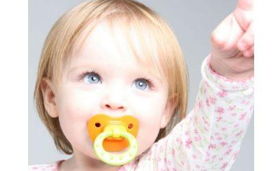 آیا پستانک برای نوزاد مضر است؟
